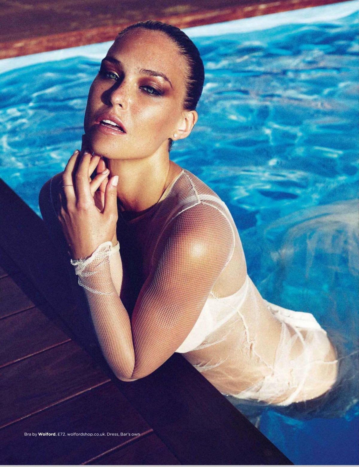 Голых фото моделей в бассейне
