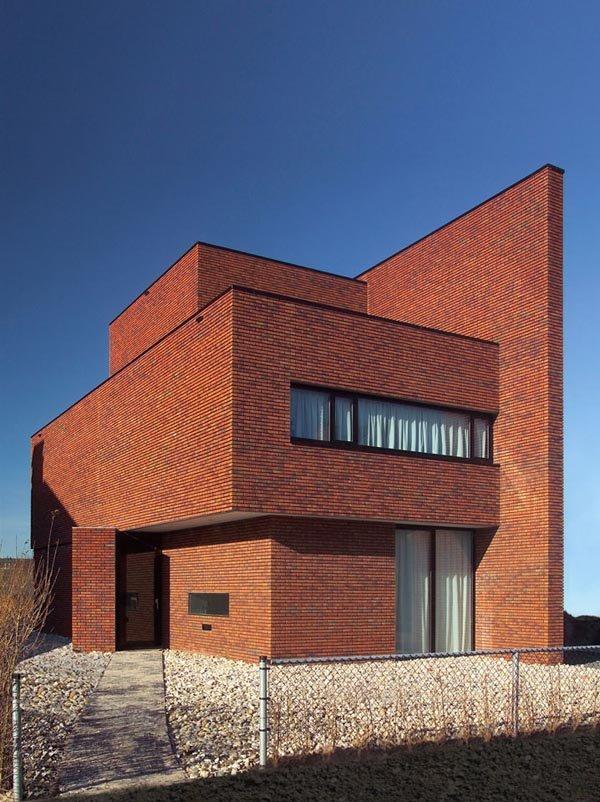 Этот кирпичный дом построен в Роттердаме архитекторами из бюро 123DV. Это жилой дом площадью 582 м^2.
