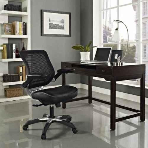 Плохо освещенное рабочее место может негативно повлиять на настроение хозяина и качество работы.