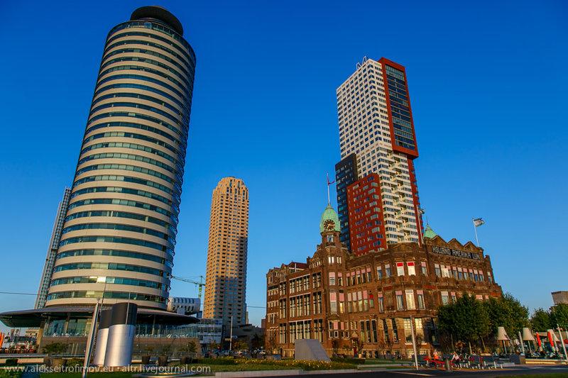 """В самом конце Южной Головы. Трёхэтажное здание - это отель """"Нью-Йорк"""". Говорят, именно из него отбывали многие эмигранты в Америку. Теперь он кажется совсем маленьким рядом с гигантами-небоскрёбами, что окружают его."""
