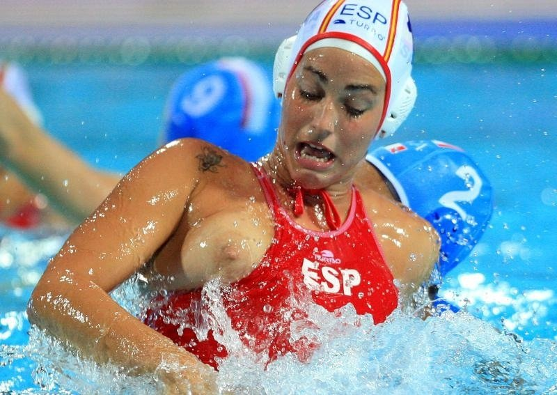 Nude girls water polo — pic 1