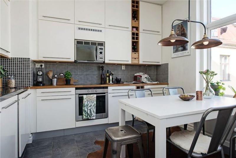 мозаика на фартук для бело чёрной кухни фото
