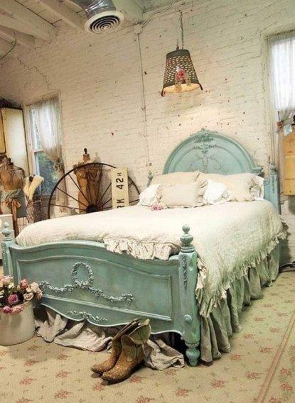 Роскошная состаренная голубая кровать