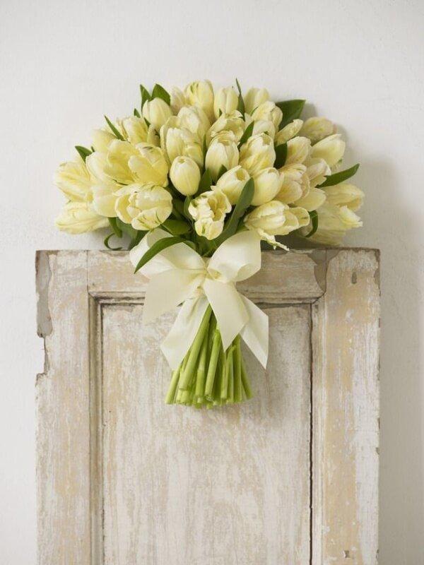 Нежный букет невесты из тюльпанов, цветов заказ