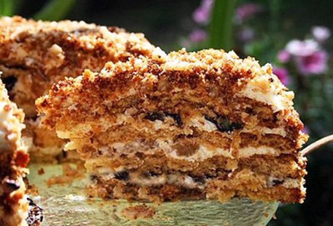 Торт с орехами и черносливом - Пошаговый рецепт