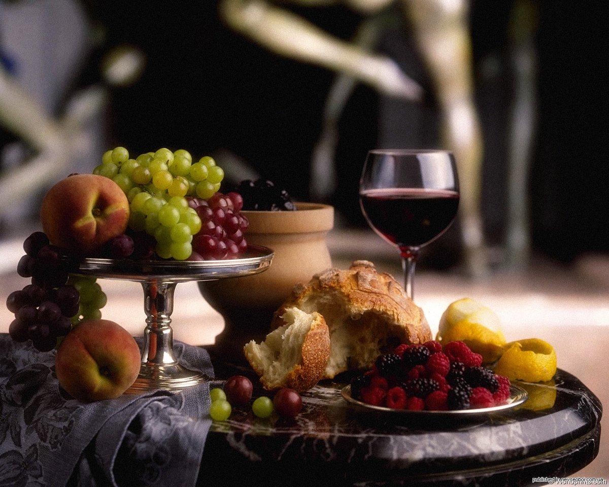 Открытка с вином и фруктами