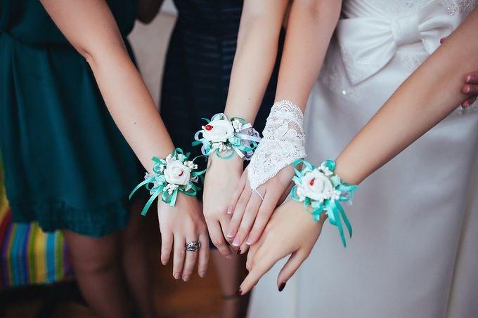Бутоньерки подружкам невесты