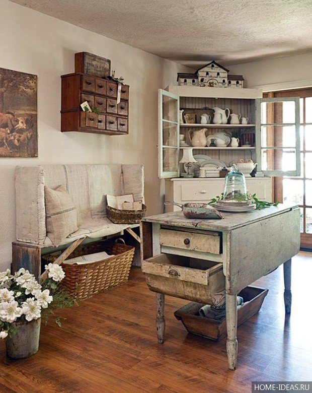 Кухонный столик с ящиками