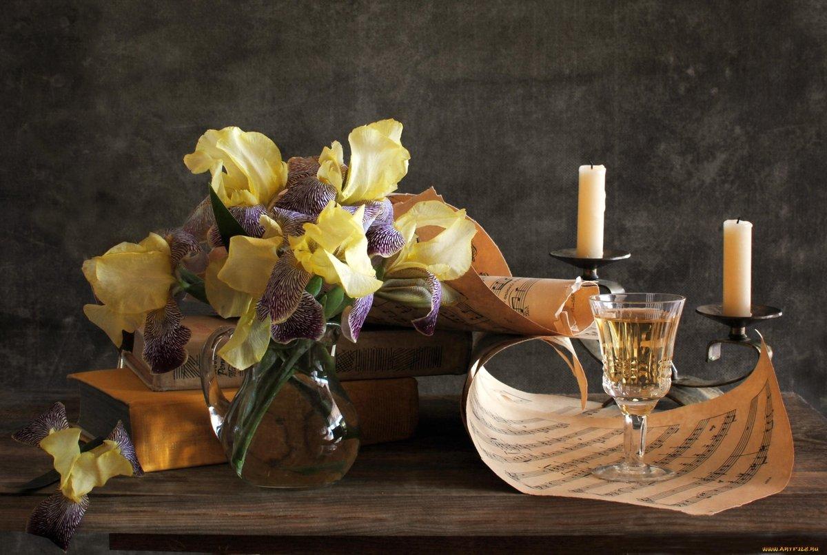 желтые цветы и свечи фото натюрморт цветения