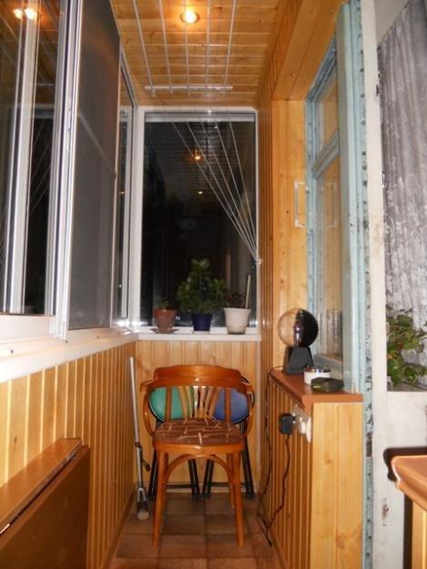 """Балкон в хрущевке с пластиковыми окнами и обшит деревом"""" - к."""