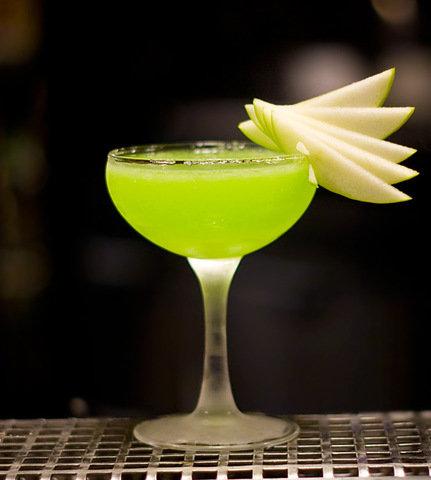 Яблочный коктейль с шампанским - легкий и вкусный рецепт