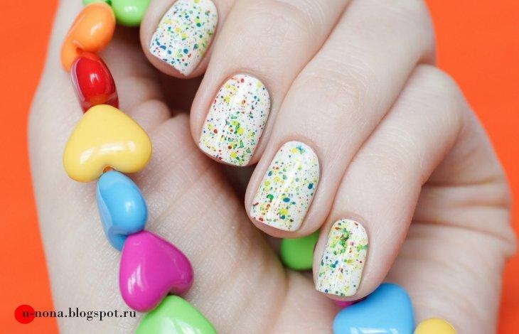 Яркие летние брызги на ногтях