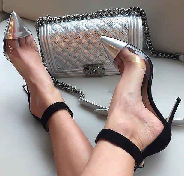 Модные туфли с длинным носком.