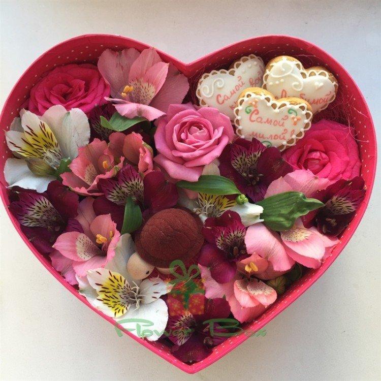 прозрачная коробка сердце под цветы этого материала