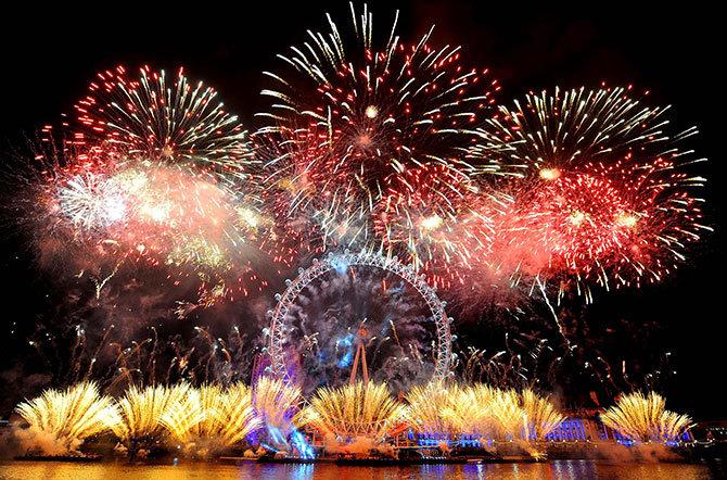 Новогодние фейерверки по всей планете Лондон