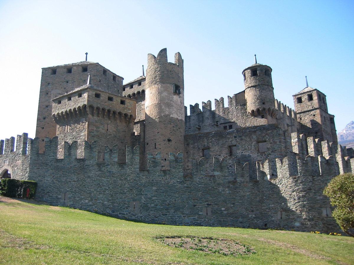 старинные крепости мира фото и описание