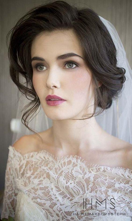 Как сделать макияж с серыми тенями? Какая помада