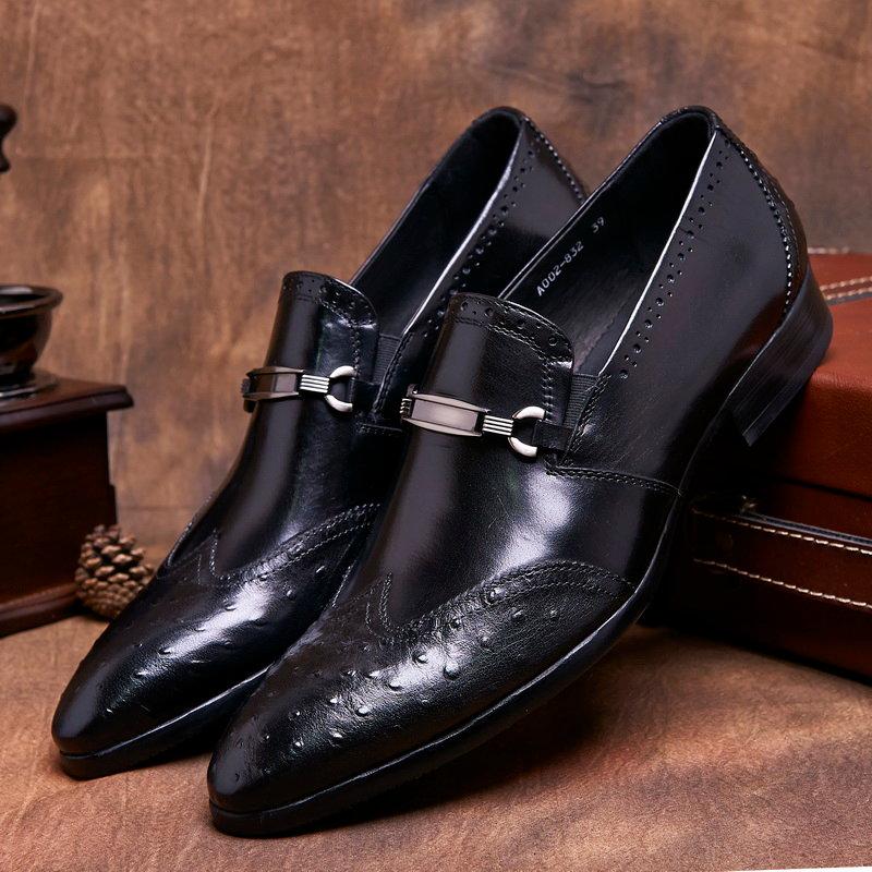 Мужские чёрные туфли с металическими бляхами