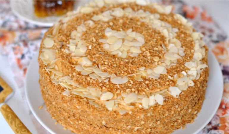медовый торт цельный с фото