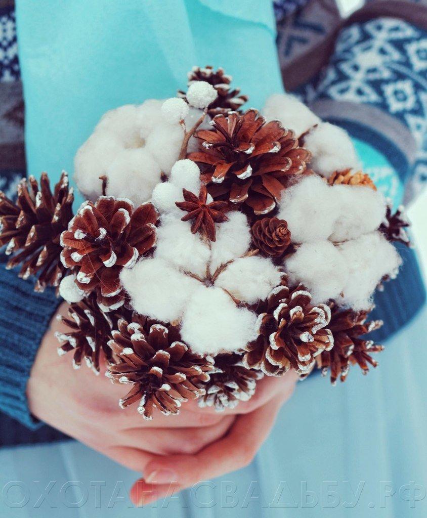 Сердечки, букет невесты зимний с шишками