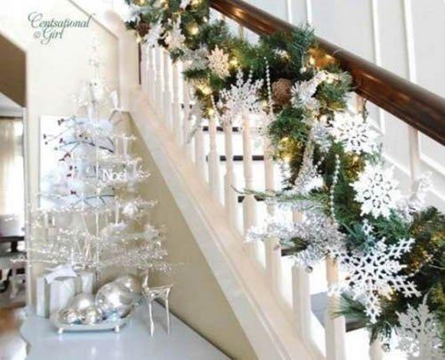 Украшение лестницы снежинками