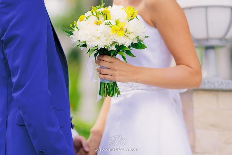 Букет невесты бело желтый