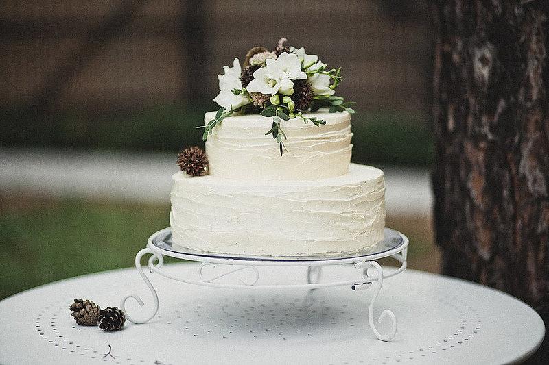 Двухъярусный торт на свадьбу фото