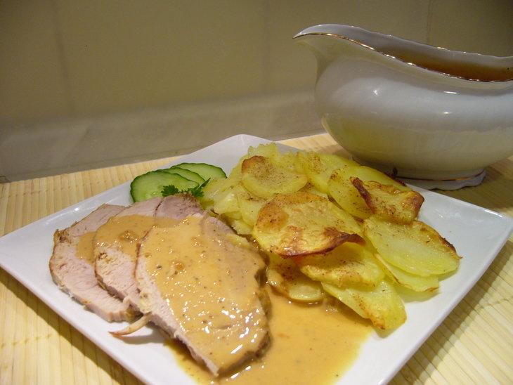 В сковороде хорошо нагрейте растительное масло и обжарьте до румяной корочки.