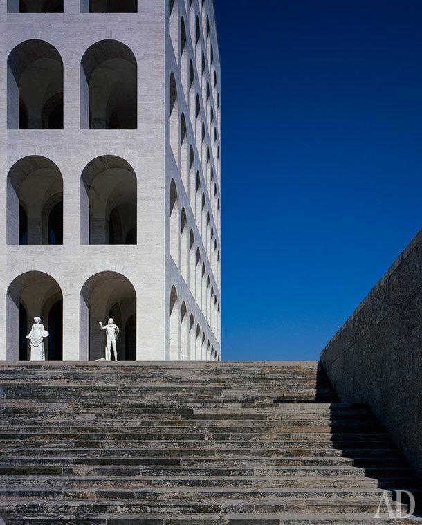 Дворец итальянской цивилизации в Риме — одно изсамых загадочных и знаменитых зданий вмире.