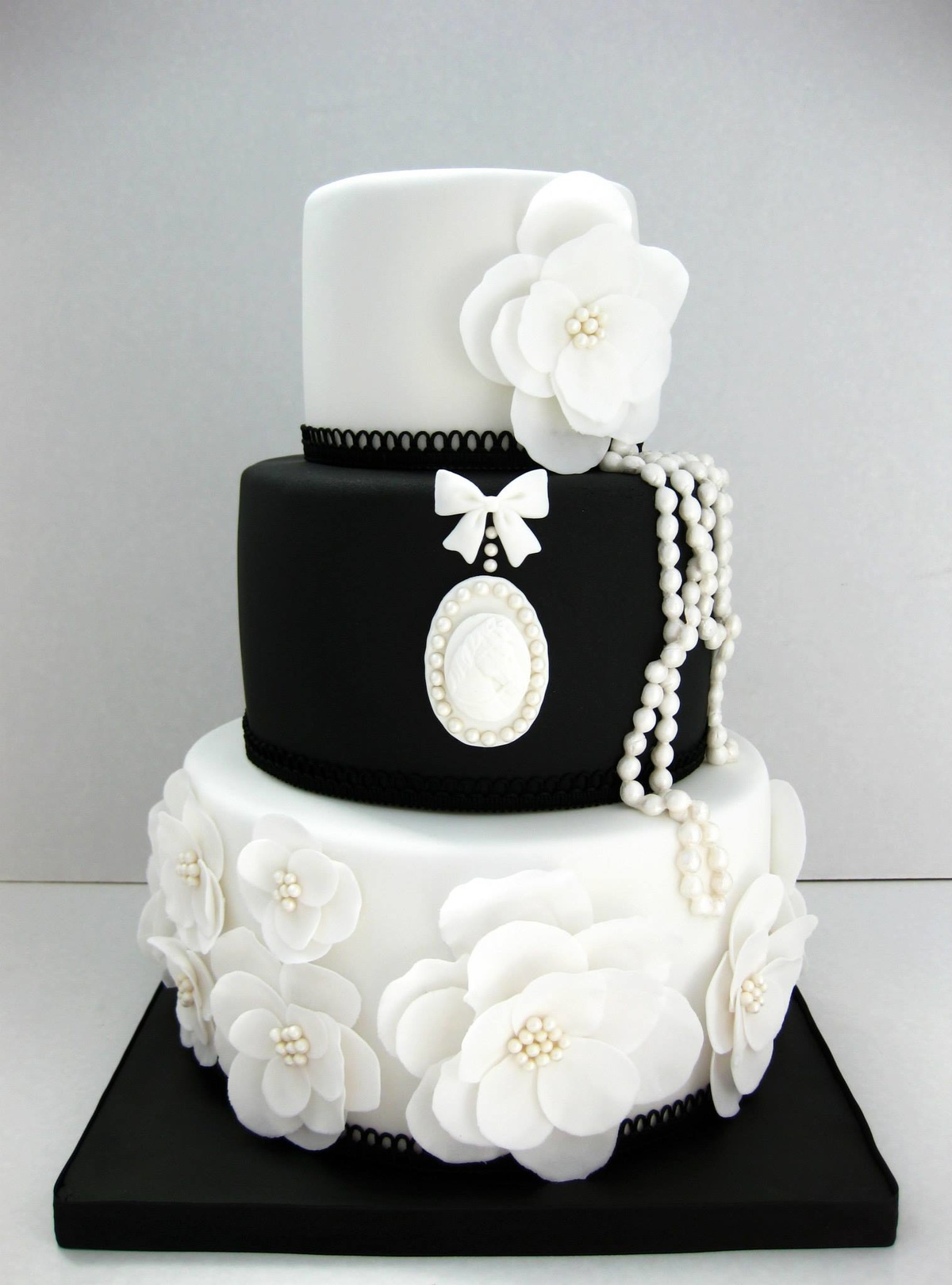 теперь торт в черно белом цвете фото запрета рекламы