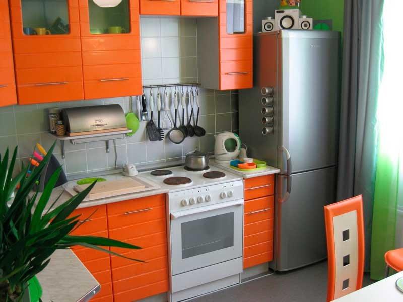 Оранжевые обои на кухне какая мебель