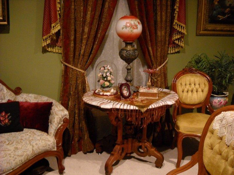 Характерная черта викторианского стиля: эклектика – сочетание готики, рококо, классики и экзотики.
