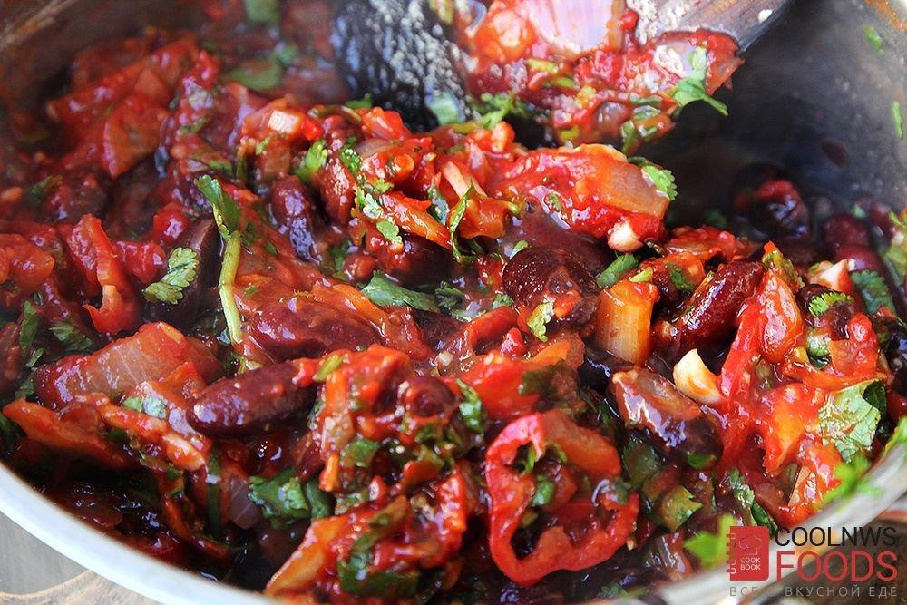 Впервые рецепты с красной фасолью начали готовить на американском континенте и в индии, где берет свое начало эта красная культура.