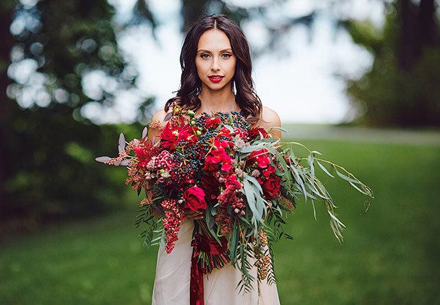 Яркий букет невесты для свадьбы в сентябре