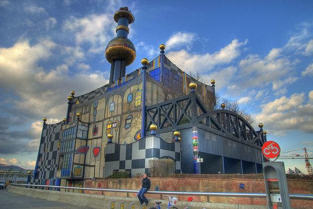 Мусоросжигательный завод Шпиттелау (Вена, Австрия, архитектор Фриденсрайх Хундертвассер)