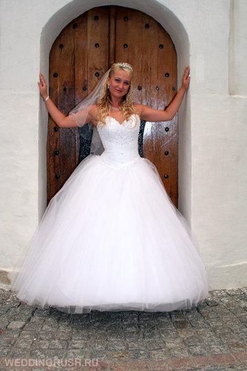 2ed345b0da036d3 Пышные свадебные платья без колец остаются в моде.» — карточка ...