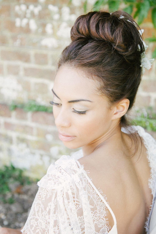 продаже прическа на свадьбу простая в картинках отметить практичность удобство