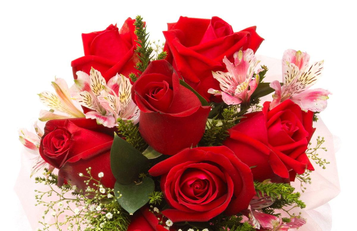 Весенний букет с красными розами.