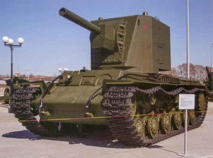 Полно-  размерный  макет  КВ-2  с подлинными элементами в Музее военной техники «Боевая слава Урала».