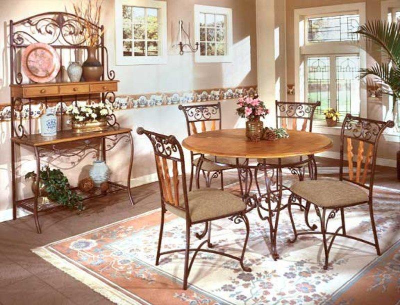 Дизайн гостиной в стиле кантри, кованая мебель.