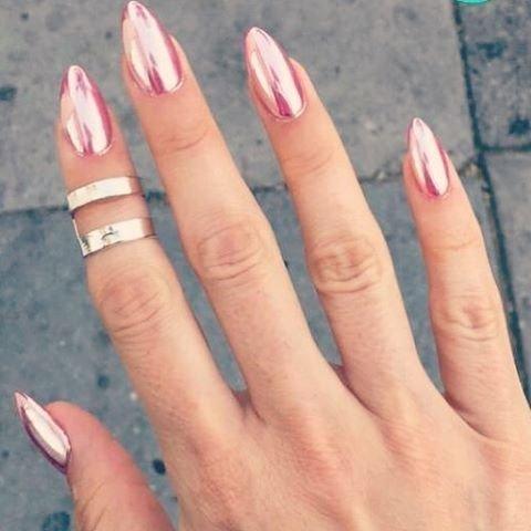 Ногти розовая втирка