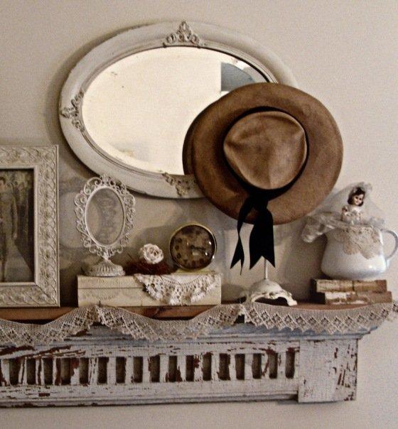 """Шебби-шик(англ. shabby – поношенный, потертый)– название стиля в интерьере, декоре, моде. Само название буквально можно перевести как """"потёртый блеск"""" ил"""