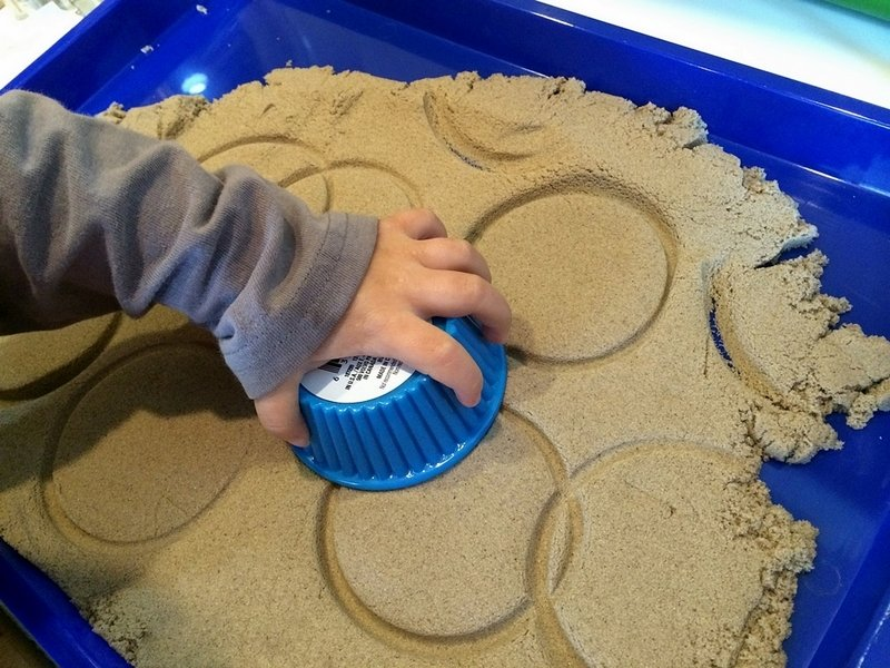 benefits of sand play therapy