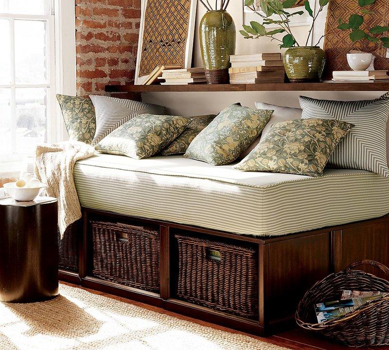 Плетеная мебель в стиле кантри.
