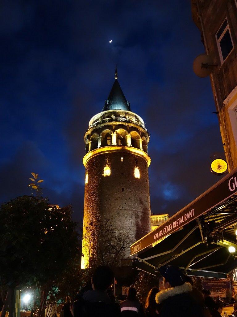 Галатская башня в Турции имеет многовековую историю. Первая башня на ее месте была построена еще в пятом столетии нашей эры при императоре Юстиниане.