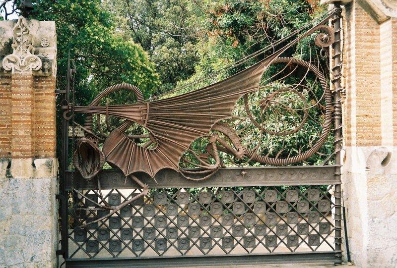 Ворота поместья Гуэль