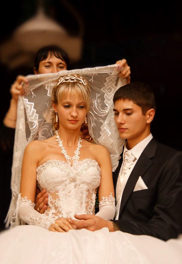 Обязательна фата невесте