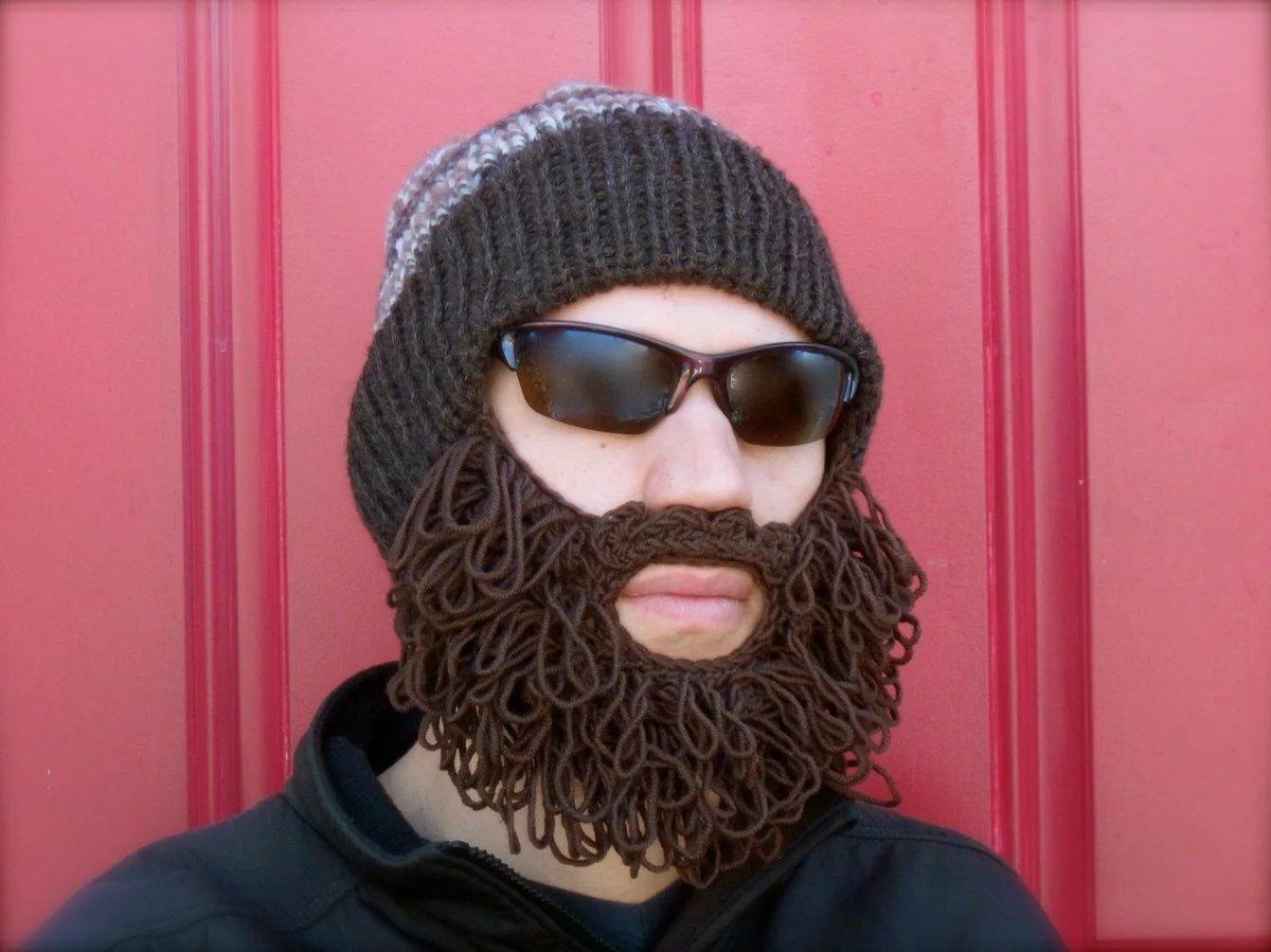 футбольным шапка с бородой фото сразу написали романе
