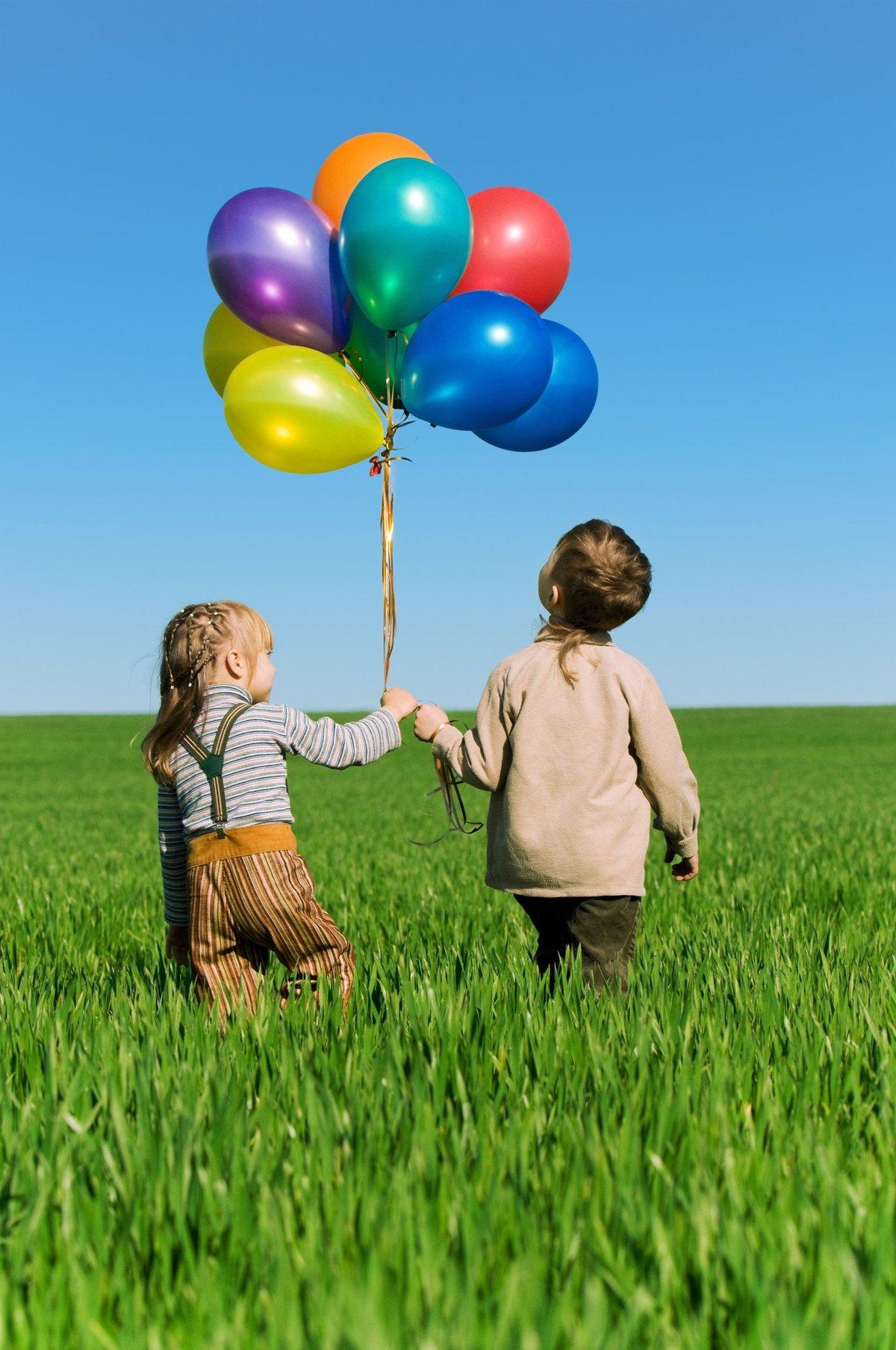 Картинка дети с шариками, анимационные добрым