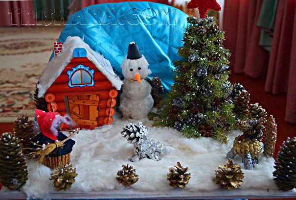 Детская комната с небольшой экспозицией на тему Нового года.